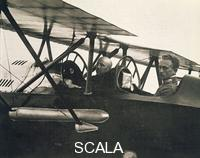 ******** Italy XX. Century War. Gabriele D'Annunzio in the plane that brought him 'Vienna on August 9, 1918
