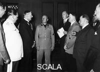 ******** Just before the beginning of the Munich Conference (1938). Left to right: British Ambassador Henderson, Goering, Chamberlain, Mussolini, Dolmetscher, Hitler e Daladier