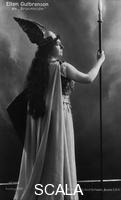 ******** The Nibelung's Ring - The Valkyr (Ellen Gulbranson as Brunhild, 1907)